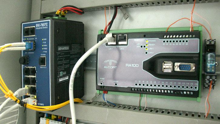 Imagen de RA100 instalada en un armario